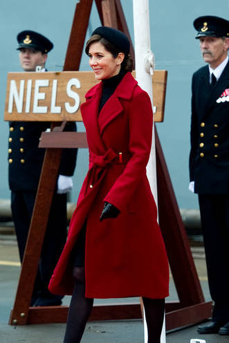 crown-princess-mary-of-denmark-and-diane-von-furstenberg-mikhaila-jacket-gallery