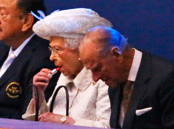 rs_560x415-140724114650-1024.Queen-Elizabeth-Lipstick-JR-72414_copy